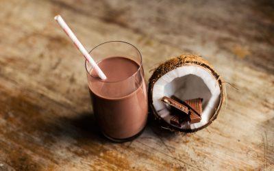 Čokoládovo-kokosové smoothie s ďatľami