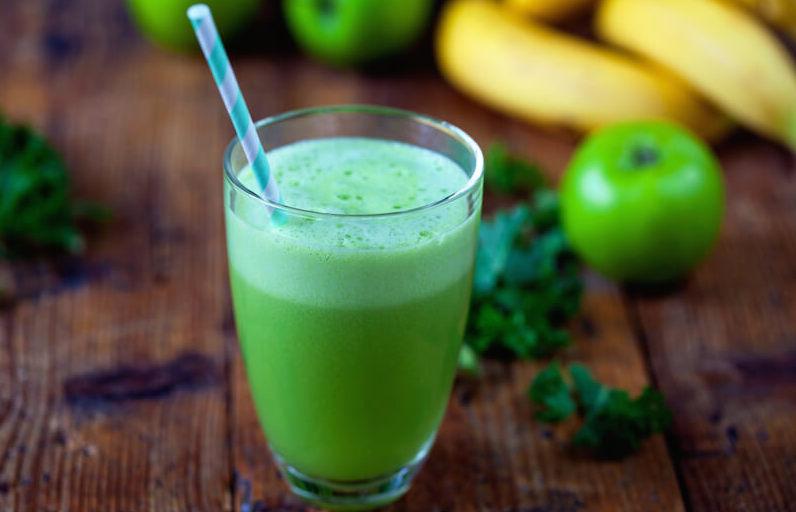 Jabĺčkovo – petržlenové smoothies LUCUMOU